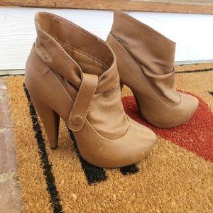 Shoes - ⭐️Tan booties